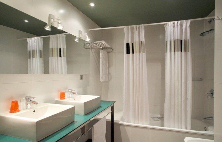 Bathroom ciutat barcelona hotel